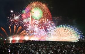 北陸最大規模の三国花火大会=2019年8月(多重処理)