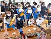 冬の住まいを暖かく 小浜・西津小で特別授業 断熱材や換気方法 実験通じ工夫学ぶ みんなで読もう