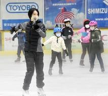 荒川静香さんが敦賀でスケート教室