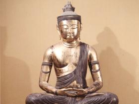 本像は高さ251.5cmの大作で、12世紀初頭の作