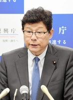 退任会見で復興相としての取り組みを振り返る高木毅氏=3日、復興庁
