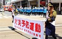 防火への意識高めて 市消防音楽隊がパレード