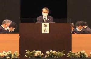 大阪市で開かれた関西電力の株主総会で発言する森本孝社長=6月25日午前(ユーチューブから)