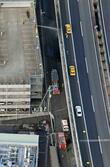 東名高速高架付近で火災、静岡