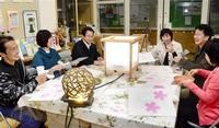 桜照らす手作り灯籠 福井・荒川できょうから 旭地区住民が設置