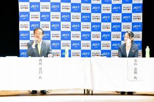 大野市長選の立候補予定者2人が討論を交わした公開討論会=6月7日夜、福井県大野市文化会館