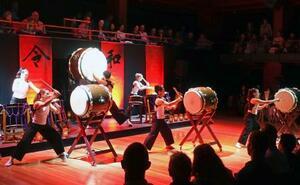 「令和日本伝統芸能祭」で披露された和太鼓の演奏=16日、オーストラリア・シドニーのオペラハウス(共同)