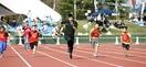 桐生選手 速過ぎっ 福井で教室、児童と50メー…