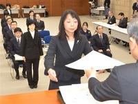 県教委・優秀教職員表彰 中谷教諭(木田小) NIEで初