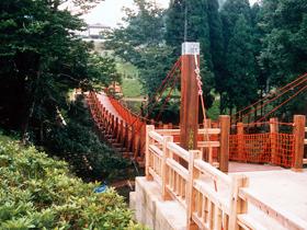 アドベンチャーボートの出発地点にある吊り橋