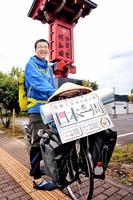 福井県内の伝統工芸産地などを巡っている澤崎裕太さん=25日、福井県鯖江市西袋町