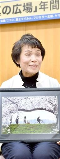 「18年写真の広場」一般の部最優秀賞 竹次春美さん 常に思い込め シャッター切る こんにちは