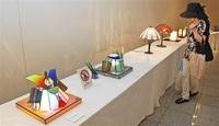 素材の魅力生かしガラス工芸品50点 坂井で展示
