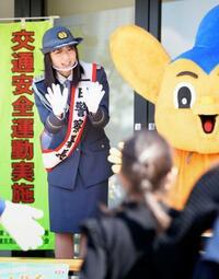 俳優の上白石萌歌さんが一日署長