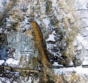 「ホワイトロード」でまた土砂崩れ