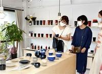 漆器の魅力 産地で感じて 土直漆器(鯖江)が直営店 限定品販売 職人と交流も