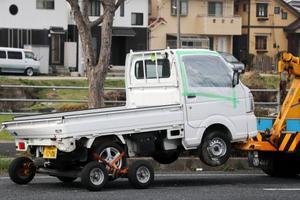 男子中学生が運転し、事故を起こした軽トラック=6日午後、鳥取市(車のナンバープレートを画像加工しています)