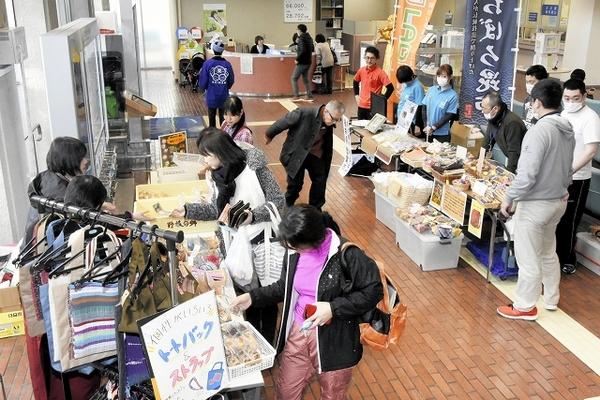敦賀市役所で障害者の製品販売会
