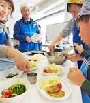 親子サバ尽くし 小浜で料理、えさやり体験 みん…