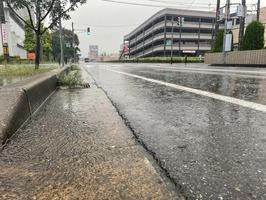 大雨警報が発表された福井県福井市内=8月14日、福井県福井市大和田2丁目