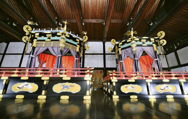 即位儀式に備え高御座が皇居に