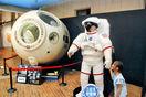 宇宙カプセル、実物大の模型登場