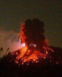 桜島で噴煙4千m以上