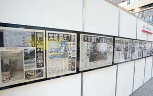 東日本大震災から10年を前に開かれた企画展。河北新報社の震災直後の紙面や、復興に向けた取り組みが紹介された=5日午後、東京都千代田区