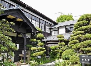 大正造りの面影を残す水本学園高等女学校の校舎(左)と住居部分。レストランなどを備えた観光商業施設に生まれ変わる=福井県大野市本町