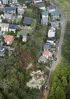 2人が犠牲になった千葉市緑区誉田町の土砂崩れ現場。土砂災害警戒区域に指定されていなかった=10月27日午後(共同通信社ヘリから)