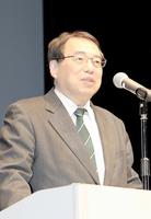 「福井の偉人がいなければ明治維新は成就していない」などと話す加来耕三さん=20日、福井市の響のホール