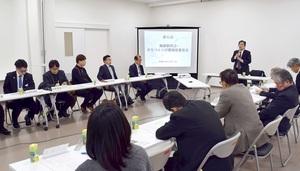 南越駅周辺のまちづくり計画案をまとめた策定委員会=2月7日夜、福井県越前市の市民プラザたけふ