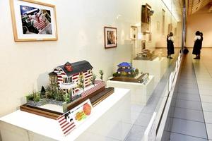 細部までこだわった20点が並ぶ作品展=4日、福井県越前市いまだて芸術館