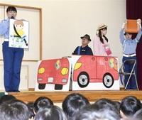 【啓発】園児と祖父母らが交通安全学ぶ