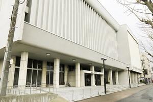 福井県福井市が2020年度末で閉館する方針を固めた市文化会館=2月3日、同市春山2丁目