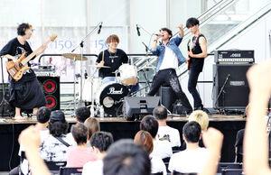 福井駅西、野外ライブに若…