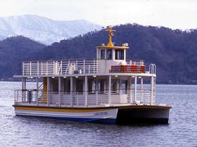 三方五湖の水月湖、菅湖を周遊。船上で食事もできる