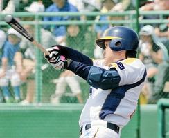新潟-福井 1回福井2死三塁、大松陽平が先制の左前安打を放つ=高田公園野球場