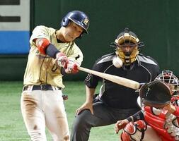 ホンダ鈴鹿―NTT西日本 7回表NTT西日本1死一塁、藤井が2ランを放つ=東京ドーム