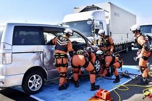 北陸道で多重事故想定し訓練