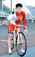 日本競輪学校の女子7回生卒業記念レースで優勝した柳原真緒選手=福井競輪場