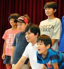 松本潤さんが愛媛の避難所激励