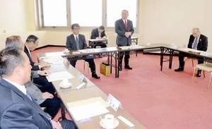 高木毅氏と滝波宏文氏を拡大執行部の名列に加えないことなどが報告された自民党県連の執行部会=6日、福井市の県繊協ビル