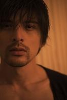 城田優、20周年記念写真集で貴重な「ヒゲ」&研ぎ…