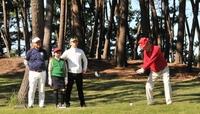 ゴルフ好き家族、4世代でラウンド