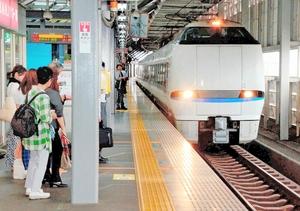 JR福井駅に乗り入れている特急。北陸新幹線敦賀開業後の存続に向けた交渉が大詰めを迎えている