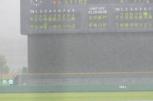第99回全国高校野球選手権福井大会準々決勝・武生―坂井 五回裏、武生の攻撃中に降雨のため中断=23日正午ごろ、福井フェニックススタジアム