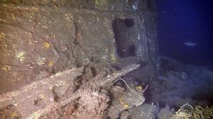 若狭湾で見つかった旧日本軍の潜水艦「呂500」の艦橋前部。遠隔操作の無人潜水機が撮影した(ラ・プロンジェ深海工学会提供)