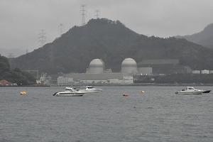 対岸から見た高浜原発3、4号機=3日、福井県高浜町音海