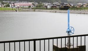 福井市内に129カ所ある農業用ため池。市は長雨を受け「雨の合間にパトロールを」と呼び掛ける=7月13日、福井県福井市花野谷町